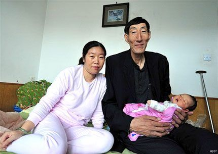 World's Tallest Man Becomes a Father