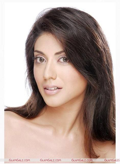 Aushima Sawhney Makes Bollywood Debut
