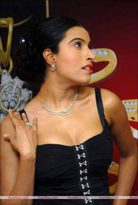 Maushmi Udeshi for Ciemme Jewels