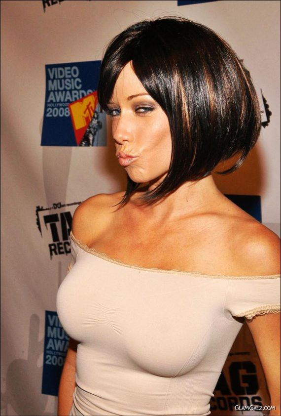 Kendra Wilkinson at Hollywood Video Music Awards