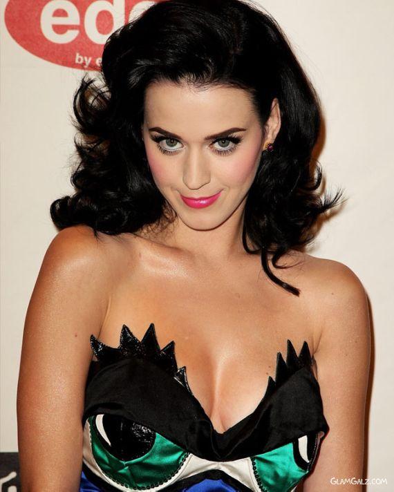 Katy Perry Heats MTV Europe Awards